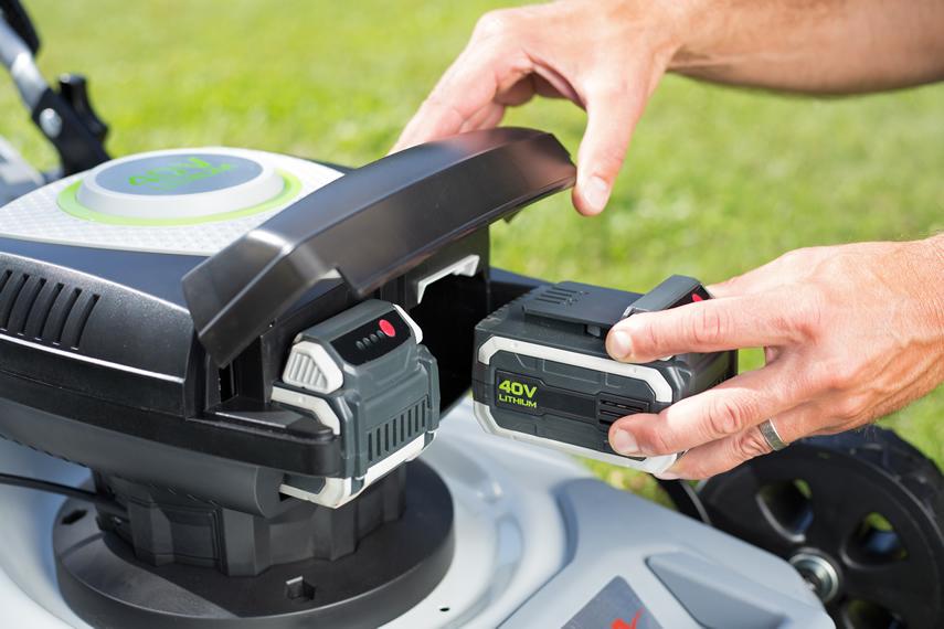 Doppelte Flächenleistung mit Rasenmähern: IKRA Flexible Twin-Power