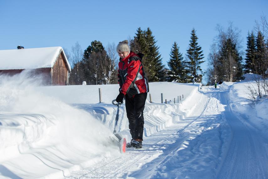 Winterdienst mit IKRA Schneefräse Schneeschieber IAF 40-3325
