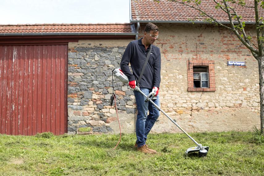 IKRA Sense IES 1000 C im Einsatz bei hohem Gras