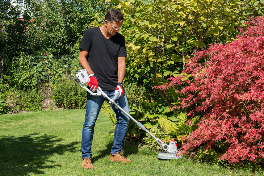 Cordless strimmers